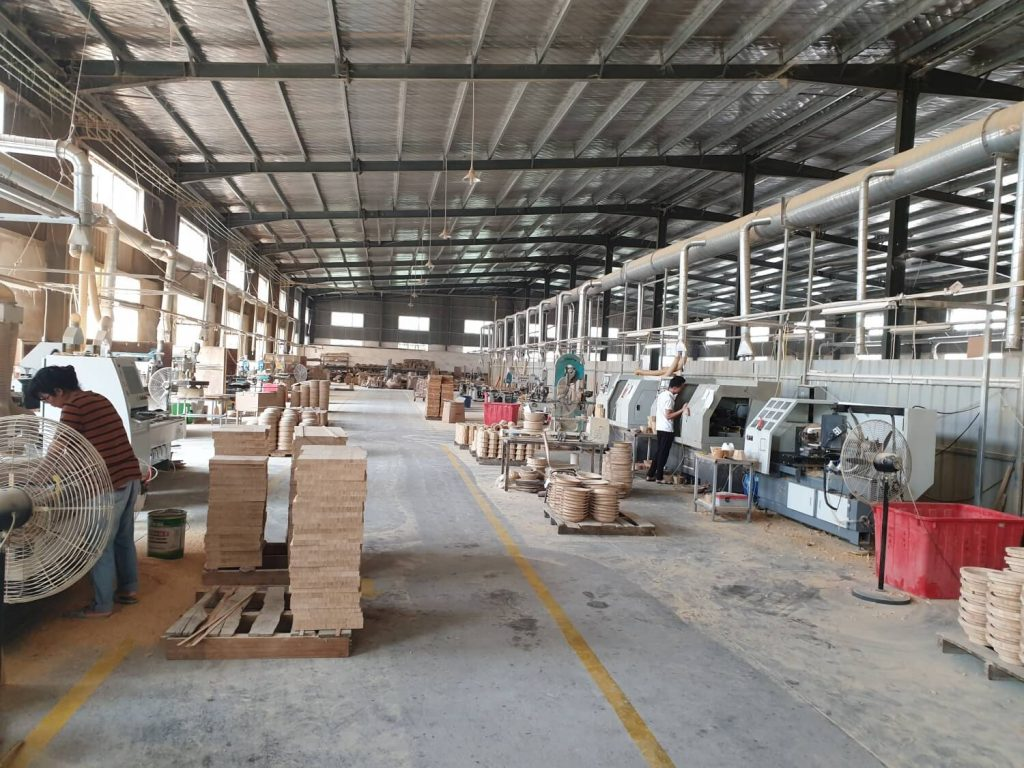 Produktionshalle im Hauptwerk unseres Bambuslieferanten