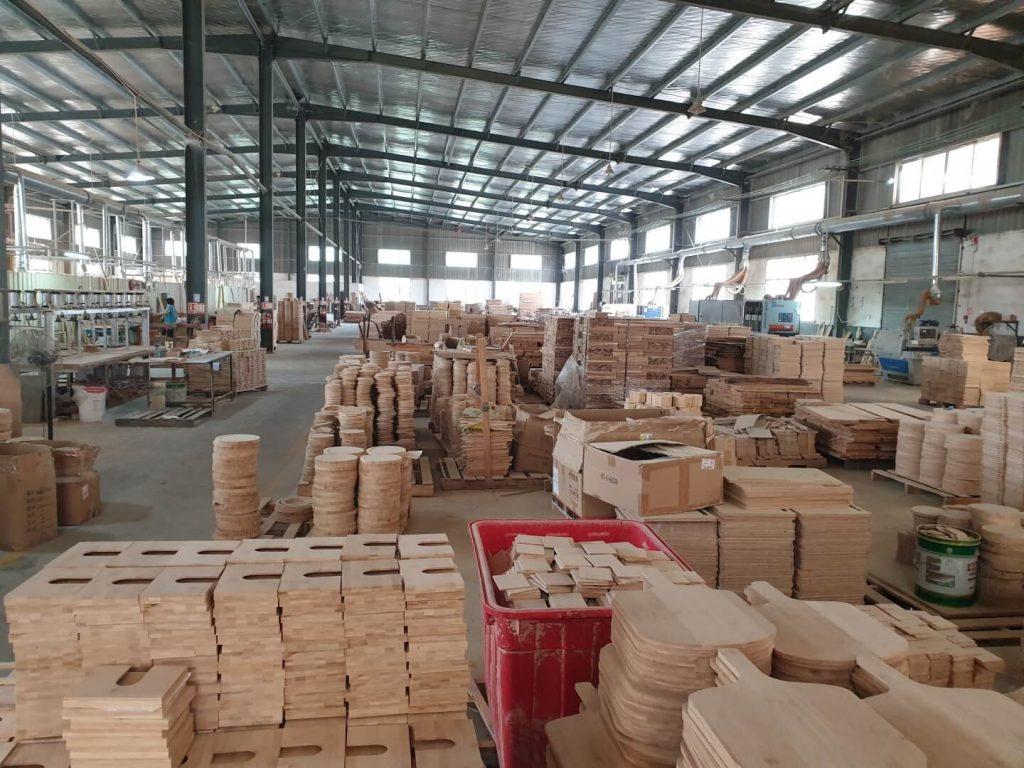 Herstellung von Bambus Schneidbrettchen, Tellern, Kistchen, Pizzaplatten und vielen weiteren Artikeln